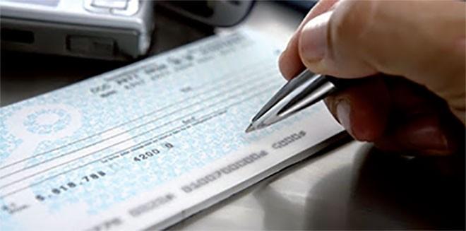 DZE35-cheque-vs-cash